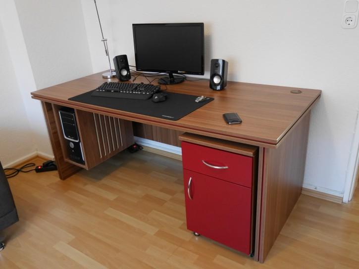 Schreib- und Gamingtisch