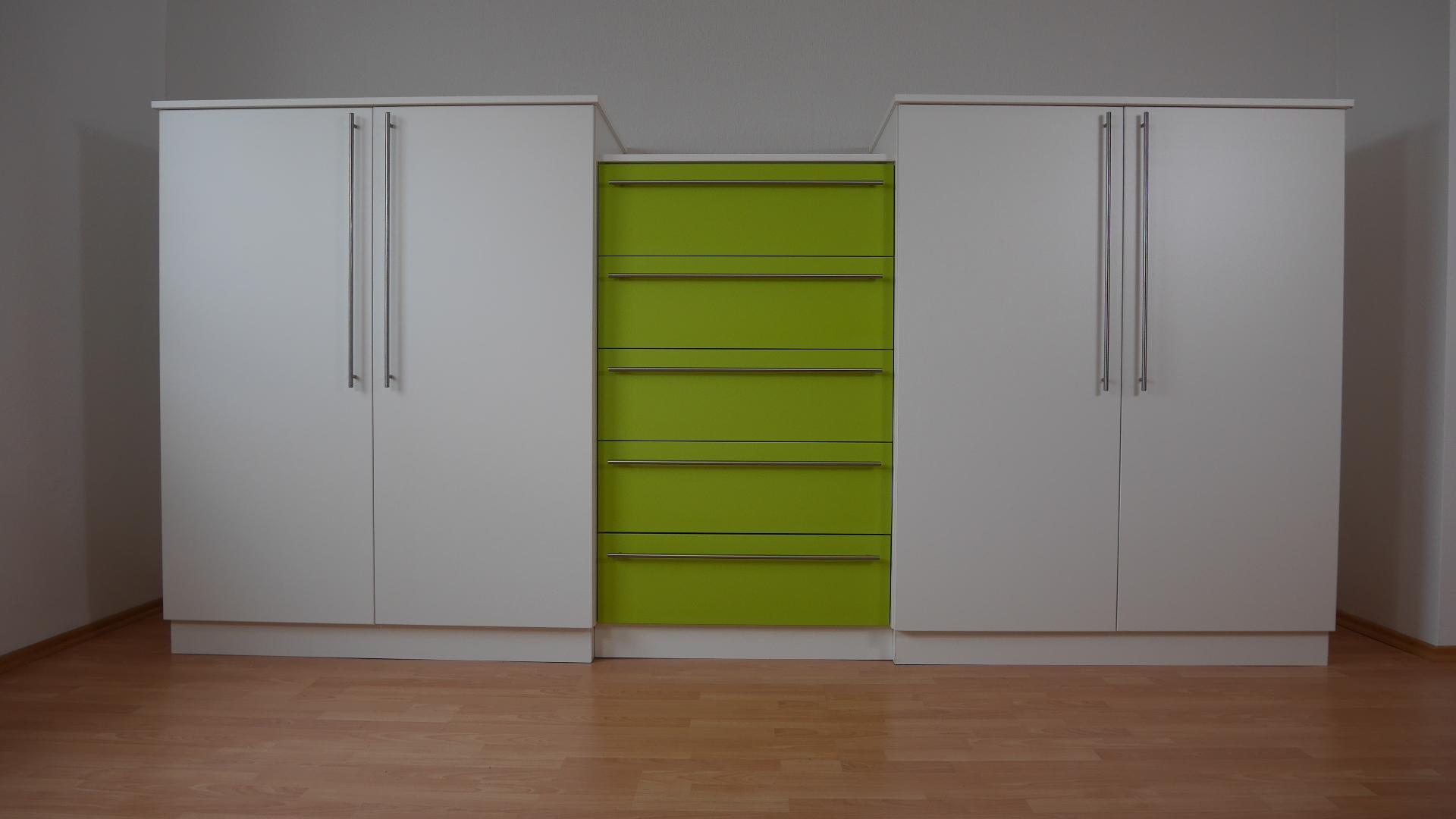 gro z gig niedrige kleiderschr nke ideen die kinderzimmer design ideen. Black Bedroom Furniture Sets. Home Design Ideas